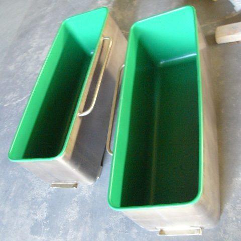 Duże misy do przygotowywania masy do produkcji cukierków